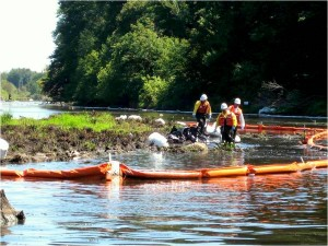 Kalamazoo River oil spill clean up article